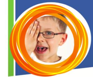 Bambino con occhiali che si copre un occhio