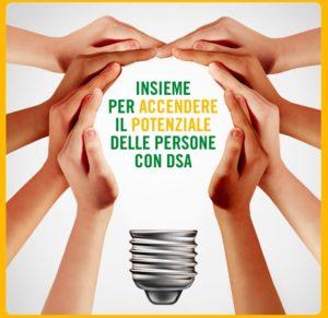 Logo settimana nazionale della dislessia: mani che circondano una lampadina con scritte
