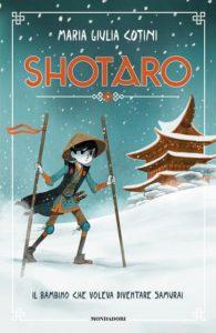 Disegno di un bambino che si regge in piedi con due bastoni in mezzo alla neve