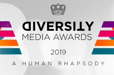 Logo di diversity media awards con strisce colorate